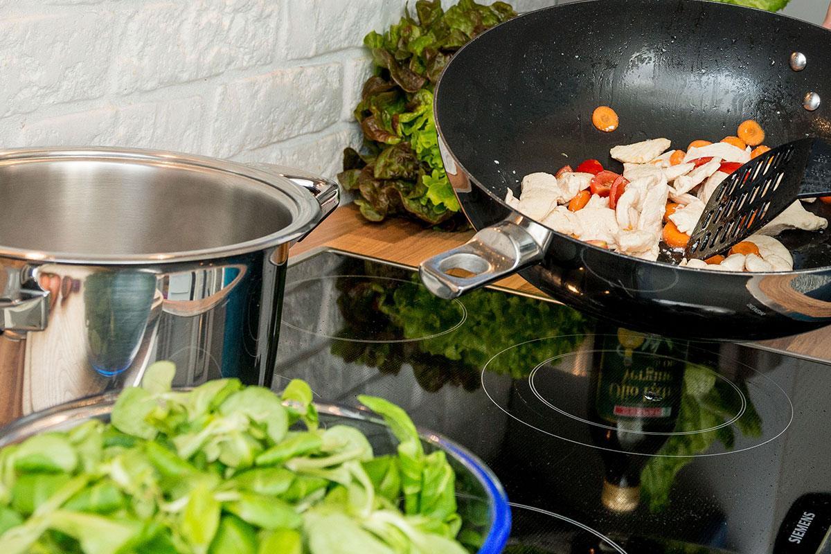 Welche Ernährung bei CrossFit huhn salat karotten pfanne