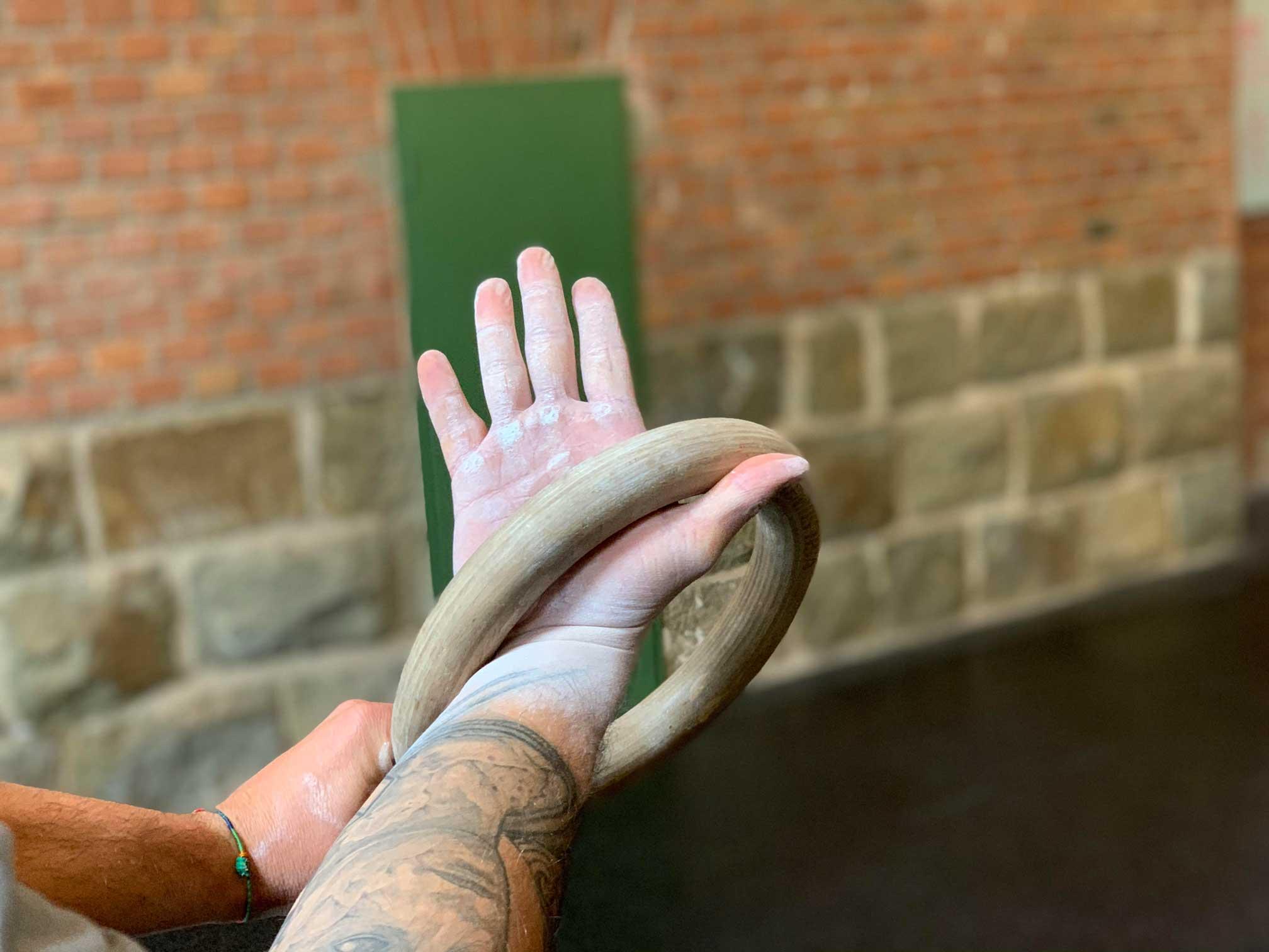 false grip an ringen handhaltung